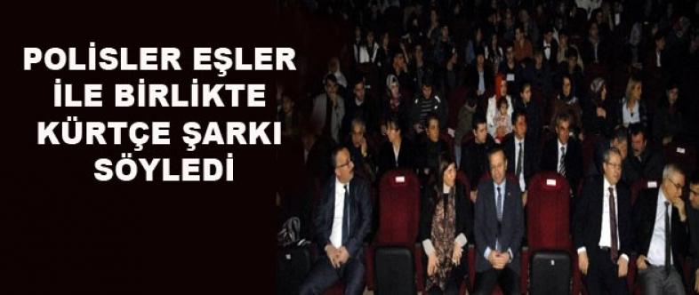 Polisler, Eşleri ile Birlikte Kürtçe Şarkı Söyledi