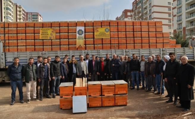 Büyükşehir'den bal üreticilerine ücretsiz kovanlar dağıtıldı