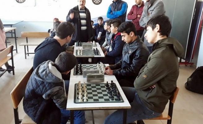 Çınar'da Okul Sporları Satranç Turnuvası yapıldı