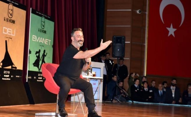 Cem Yılmaz Diyarbakır'da izleyenleri kırdı geçirdi