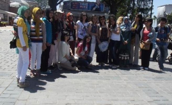 Ak Parti Milletvekili İçten 22 Öğrenciyi İstanbul'a Gönderdi