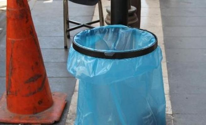 Çöp Kutuları Yerini Çöp Poşetlerine Bıraktı