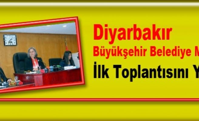Diyarbakır Büyükşehir Belediye Meclisi İlk Toplantısını Yaptı