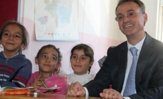 Diyarbakır Emniyet Müdürlüğü'nce Bin Öğrenciye Hediye Verildi