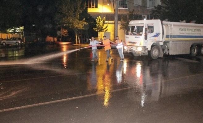 Diyarbakır Sokakları Sabunlu Suyla Yıkanıyor