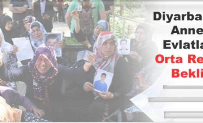 Diyarbakır'da Anneler Evlatlarını Orta Refüjde Bekliyor
