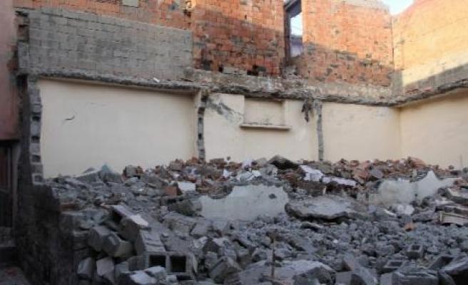 Diyarbakır'da Boş Bina Çöktü: 2 Yaralı