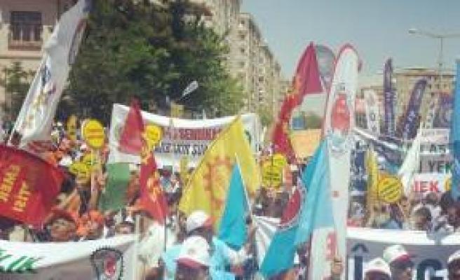 Diyarbakır'da Coşkuyla Kutlandı