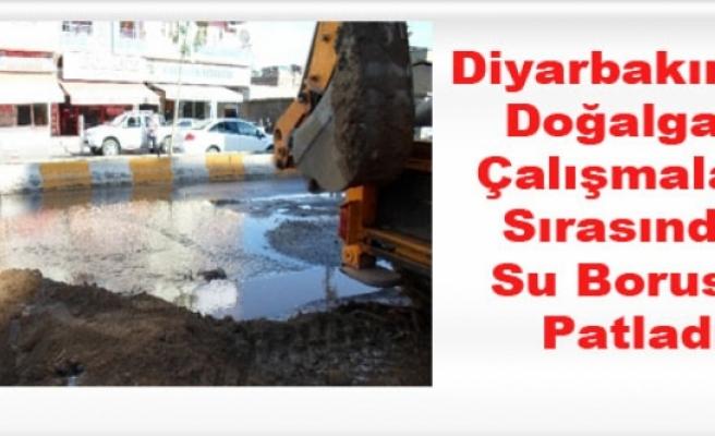 Diyarbakır'da Doğalgaz Çalışmaları Sırasında Su Borusu Patladı