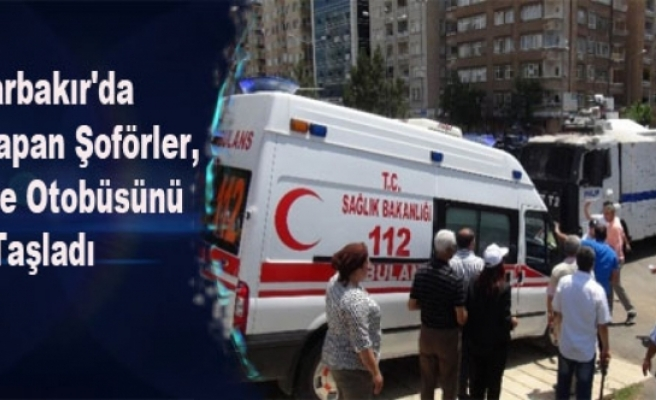 Diyarbakır'da Eylem Yapan Şoförler, Belediye Otobüsünü Taşladı