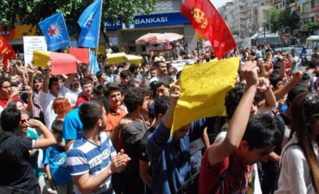 Diyarbakır'da 'taksim Gezi Parkı' Yürüyüşü