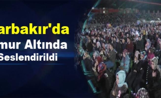 Diyarbakır'da Yağmur Altında İlahi Seslendirildi
