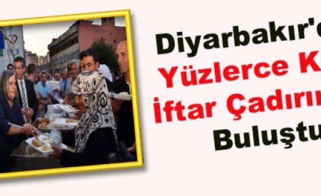Diyarbakır'da Yüzlerce Kişi İftar Çadırında Buluştu