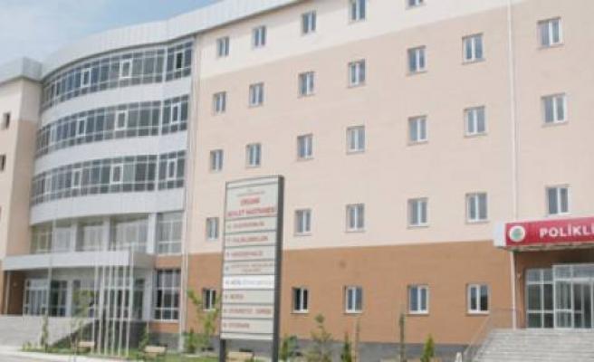 Ergani'de Bölgede İlk Kez Uygulanan Yöntem İle Karın Fıtığı Ameliyatı Yapıldı