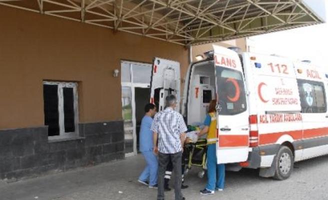 Ergani'de Yolcu Minibüsü Takla Attı: 20 Yaralı