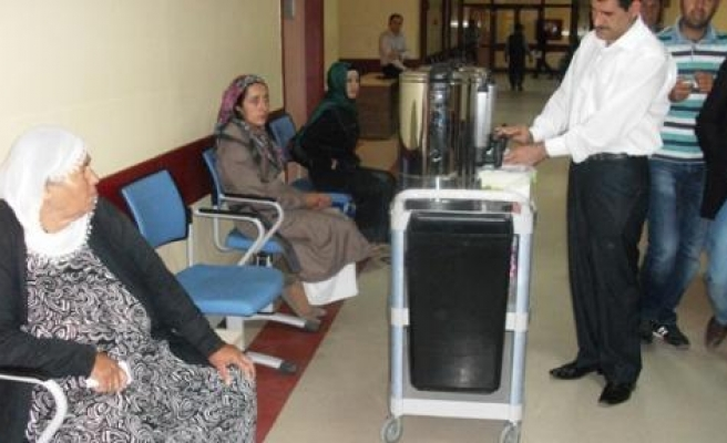Hastalara Çay İkramı