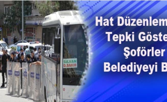 Hat Düzenlemesine Tepki Gösteren Şoförler Belediyeyi Bastı