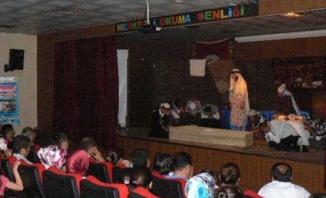 İlkokul Öğrencilerinden Tiyatro Gösterisi