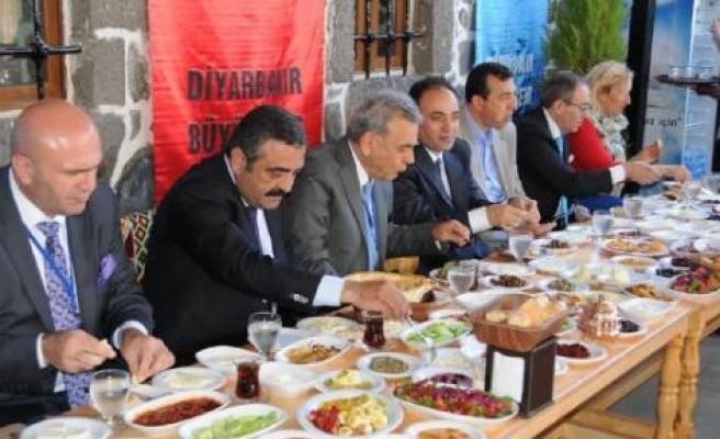 İzmir'den Diyarbakır'a 190 kişilik çıkarma