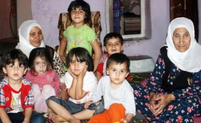 Silvan'da 11 Nüfuslu Ailenin Toprak Evde Yaşam Mücadelesi