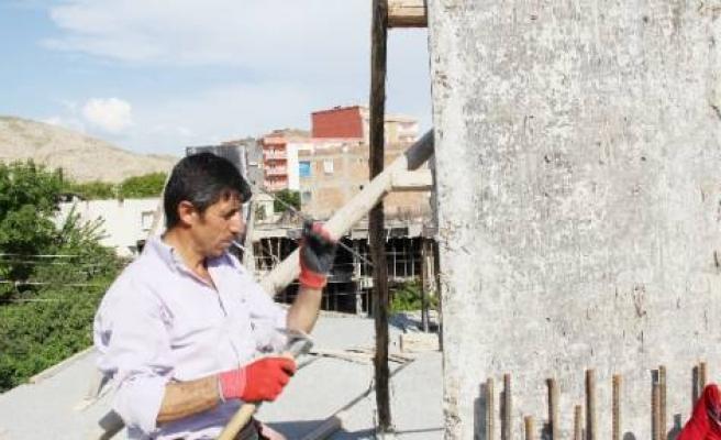 Silvan'da İşçiler 1 Mayıs'ı Çalışarak Geçirdi