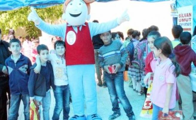 Silvan'da Öğrenciler Kumbarada Biriktirdikleri Parayla Kitap Alıyor