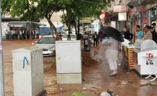 Silvan'da Sağanak Yağış Sele Neden Oldu