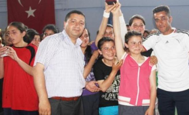 Silvan'da Voleybol Turnuvası Sona Erdi