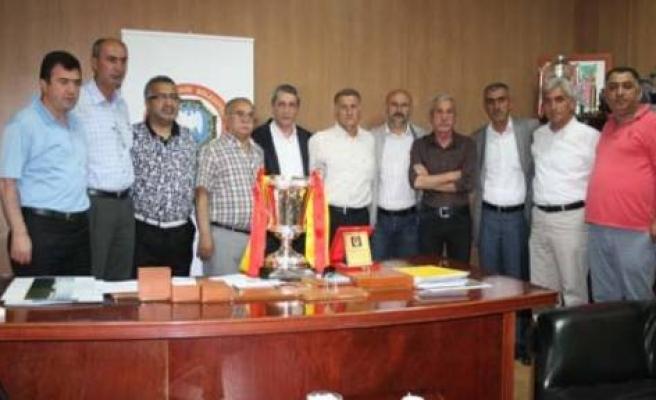 TÜFAD'tan Şampiyona Plaket