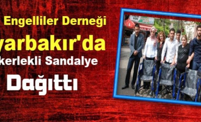 Tüm Engelliler Derneği Diyarbakır'da Tekerlekli Sandalye Dağıttı