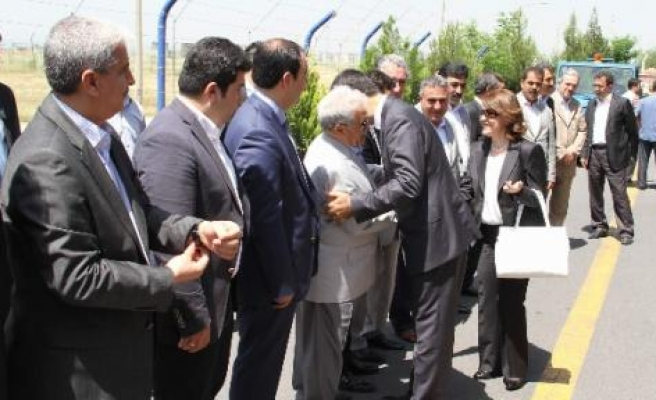Vali Toprak Diyarbakır'a Veda Etti