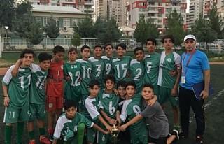 Hem Şampiyon Oluyor,Hem Futbolcu Kazandırıyor
