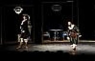 Diyarbakır Şehir Tiyatrosu Kürtçe Oyunla İzmir'e...
