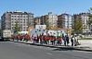 Diyarbakır'da 15 Şubesi Bulunan Market Çalışanlarından...