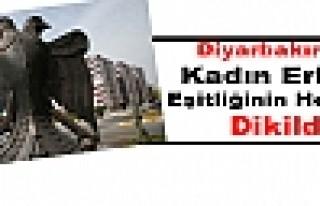 Diyarbakır'da Kadın Erkek Eşitliğini Heykeli Dikildi
