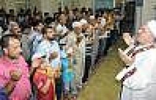 Diyarbakır'da Mısır İçin 3 Dilde Dua Edildi