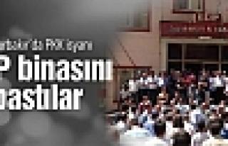 Diyarbakır'da PKK isyanı! BDP binasını bastılar