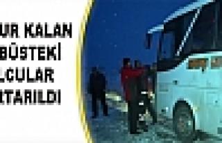 Mahsur Kalan Otobüsteki Yolcular Kurtarıldı
