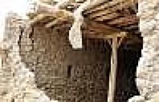 Patlatılan Dinamitten Etkilenen Evin Duvarı Yıkıldı:...