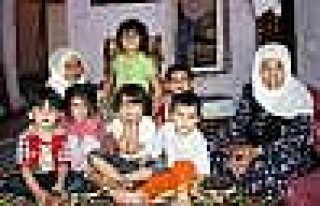 Silvan'da 11 Nüfuslu Ailenin Toprak Evde Yaşam Mücadelesi...